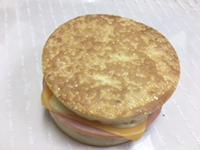 イングリッシュマフィン (ハムチーズ)